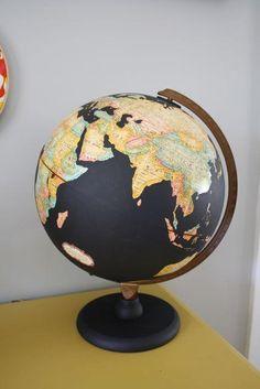 Globe terrestre peinture à tableau noir