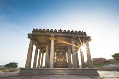 Gods Hampi - their architectural beauty and greatness. Indian Temple Architecture, Hampi, Modern City, Cool Places To Visit, The Good Place, Travel Photography, National Parks, Karnataka, Ganesha