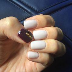 #Nail 親指と右手薬指にだけStuds×Bordeauxにしました! それ以外はマットコートです。