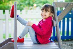 Mairê Silva FOTOGRAFIA: Ensaio Infantil Externo Cute Baby Girl Images, Little Girl Photos, Cute Little Girls, Cute Kids, Children Photography Poses, Girl Photography, Gym Photos, Cute Photos, Book Infantil
