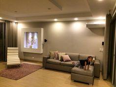 Living Room Sala de estar, zona familiar Design by: Elizabeth Arevalo diseño & Decoración #rosa #pink #gris Living Room Designs, Flat Screen, Hangout Room, Design Ideas, Interior Design, Flats, Trendy Tree, Style, Gray