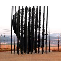 DURBAN.- A sculpture of former South African President Nelson Mandela, is presented on August 4, 2012 in Howick, 90 kms South of Durban, commemorating the 50th anniversary of Mandela?s capture by the apartheid police. The unique sculpture designed by artist Marco Cianfanelli stands 10 metres tall and is made from 50 steel columns anchored in a concrete base. A modest monument at the site of his arrest was put up in 1996, but it will now be eclipsed by the monumental sculpture made up of 50…
