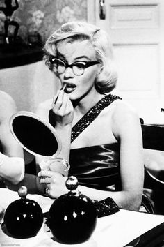 """Marilyn Monroe in """"How To Marry A Millionaire"""" 1953....& she looks really cute with these glasses on <3"""