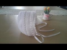 Crochet Gorrita para bebé: Como hacer una gorrita con capota en crochet o ganchillo Love, para bebé: Como hacer una gorrita con capota en crochet o ganchillo Gorrita para bebé: Como hacer una gorrita con capota en crochet o ganchill. Crochet Baby Bonnet, Crochet Cap, Newborn Crochet, Filet Crochet, Easy Crochet, Knitting Videos, Crochet Videos, Loom Knitting, Baby Knitting