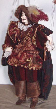 Marionnette à fils. Cyrano de Bergerac. Hauteur 85 cm. Bouche articulée.