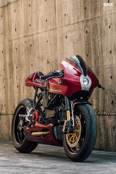 Onehandmade reworks the iconic Ducati - Caferacer + other beautiful bikes - Motos Ducati Cafe Racer, Moto Ducati, Cafe Bike, Cafe Racer Bikes, Cafe Racer Motorcycle, Motorcycle Design, Bike Design, Girl Motorcycle, Motorcycle Quotes