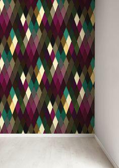 Een muur laten opvallen? Dat doe je met dit grafische behang van KEK Amsterdam. Het behang heeft een opvallend wiebertjes print in mooie kleuren. Price €109,95