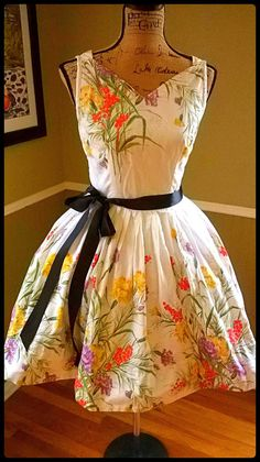 Enchanting VINTAGE dress/ 50's dress/ Floral/ by PussycatAlice