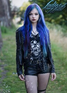 Top Gothic Fashion Tips To Keep You In Style. As trends change, and you age, be willing to alter your style so that you can always look your best. Consistently using good gothic fashion sense can help Punk Girls, Hot Goth Girls, Estilo Rock, Dark Fashion, Gothic Fashion, Fashion Beauty, Style Fashion, Gothic Clothing Uk, Ladies Fashion