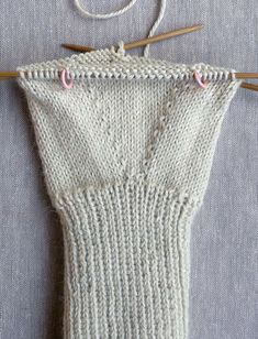 Whit's Knits: Gem Gloves - The Purl Bee - Knitting Crochet Sewing Embroidery Crafts Patterns and Ideas! Knitted Mittens Pattern, Fingerless Gloves Knitted, Knit Mittens, Knitting Designs, Knitting Patterns Free, Baby Knitting, Purl Bee, Crochet Quilt, Knit Crochet
