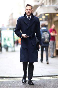 Как носить мужское пальто с поясом: стритстайл фото | GQ | Стиль | GQ.ru