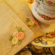 프랑스자수 초급 티매트...재능기부로 수업하게될 원데이 티매트...8명와 함께 즐거운 수업이 되길...🤗#프랑스자수 #꽃자수#자수티매트#자수원데이#재능기부#화이팅#embroidery #broderie #ricamo #stiching #needlework #flower#초급자수