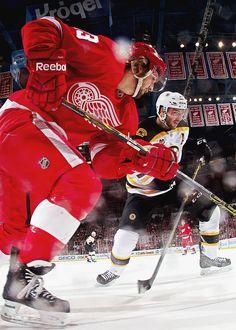 Darren Helm (Detroit Red Wings) & Patrice Bergeron (Boston Bruins)