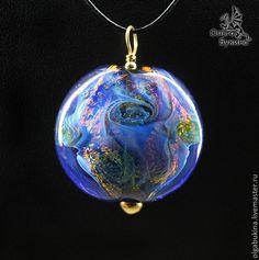 Купить Большой кулон Голубая планета. Лэмпворк, серебро, золото, синий космос - синий, большой кулон