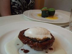 Parmigiana caramellata, grano caldo e freddo.  Zucchina frangipane, rucola ghiacciata, zafferano e datteri.  D'O Davide Oldani