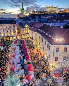 Christmas Market in Bratislava - Slovakia ✨🎄🎄🎅🏻🎅🏻✨ Picture by ✨✨ . for a feature 🌲 Napoleon Hill, Monuments, Best Summer Holiday Destinations, Christmas Tv Shows, Highlights, Bratislava Slovakia, Photo Location, Travel Abroad, Wonderful Places