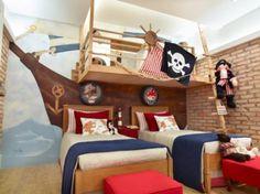 casinhas-de-boneca-no-quarto-infantil-navio-pirata