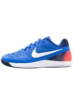 Terre battue Nike Performance ZOOM CAGE 2 EU - Chaussures de tennis sur terre battue - hyper cobalt/white/loyal blue/total crimson bleu: 99,95 € chez Zalando (au 27/06/16). Livraison et retours gratuits et service client gratuit au 0800 740 357.