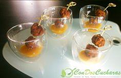 ConDosCucharas.com Aperitivo de bolitas de carne orientales con salsa de mango - ConDosCucharas.com Carne Picada, Albondigas, Tapas, Pudding, Desserts, Food, Rings, Mango Salsa, Appetizer Recipes