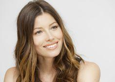 Primele zile dupa albirea dentara sunt cele mai critice. Dupa albire, porii dintilor sunt deschisi si predispusi sa se pateze. De aceea, pentru un rezultat optim, este necesar sa asteptati 36-48 de ore pentru a consuma alimente ce pot pata dintii.  Daca dupa tratamentul de albire, dintii sunt sensibili puteti folosi pasta de dinti Sensodyne pentru a diminuna disconfortul.