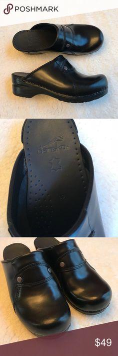 Black danskos Like new condition 39 Dansko Shoes Mules & Clogs