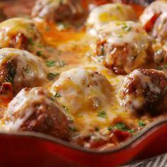 Meatball Recipes - Best Recipes Around The World Crockpot Recipes, Cooking Recipes, Swedish Meatball Recipes, Sweet And Sour Meatballs, Wellington Food, Kraft Recipes, Homemade Sauce, Food Videos, Recipe Videos