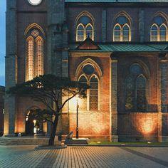 """""""소소하지만 따뜻한_ #따뜻한밤되세요 #명동성당 #Myeongdong_Cathedral #seoul #서울시 #photo by @yoribogo_"""""""