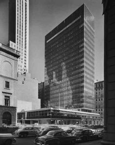 Lever House. New York, 1952. Gordon Bunshaft of Skidmore, Owings and Merrill. Photo Ezra Stoller