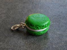 Charms macaron couleur vert en fimo : Cuisine, gourmand par jl-bijoux-creation