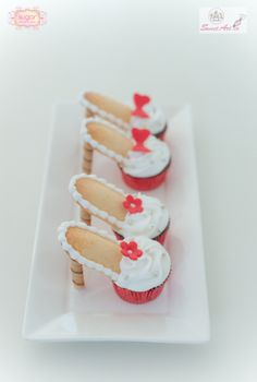 HOW TO high heel shoe cupcake Shoe Cupcakes, Yummy Cupcakes, Cupcake Cakes, Cupcake High Heels, Stiletto Cupcakes, Baguette Relleno, High Heel Cakes, Cupcake Tutorial, Beautiful Cupcakes