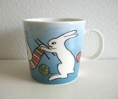 Arabia Finland mug Knitting / Kutojapuput by Heljä Liukko-Sundström Tea Set, Finland, Dinnerware, Stoneware, Scandinavian, Bunny, Textiles, Pottery, Culture
