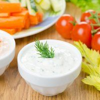 Sauce turque au yaourt, aneth et ail - - Dill Dip, Cottage Cheese Dips, Sauce Recipes, Vegan Recipes, Vegan Food, Fat Flush Diet, Greece Food, Crudite, Marinade Sauce