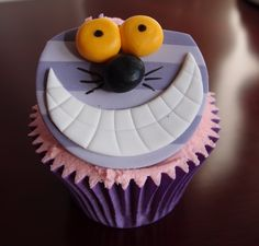 Cheshire Cat cupcake - from Nina's Cupcakery Happy Birthday, Birthday Cake, Birthday Parties, Cake Pops, Cupcake Toppers, Cupcake Cakes, Cat Cupcakes, Alice In Wonderland Party, Mad Hatter Tea