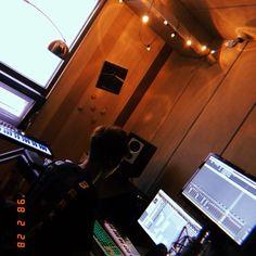 아니..근데진짜로 난스틸여전해 Ikon Leader, Ikon Kpop, Ikon Wallpaper, Recording Studio Home, Kim Hanbin, Korean Bands, Korean Celebrities, Korean Actors