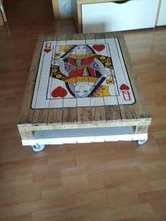 Diy: La reina de corazones de la mesa de palet de lukascl