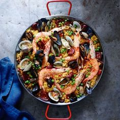 Spanish Paella with Chorizo and Seafood Spanish Dishes, Spanish Rice, Spanish Food, Spanish Cuisine, Spanish Saffron, Fish Recipes, Seafood Recipes, Dinner Recipes, Cooking Recipes