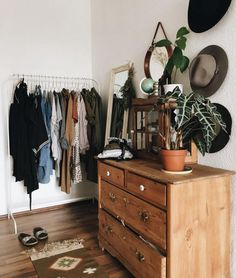 Rustic furniture will give your shared room the right flair! - Rustic furniture will give your shared room the right flair! Decor, Small Space Storage Bedroom, Diy Bedroom Storage, Bedroom Storage Ideas For Clothes, Bedroom Storage, Interior, Home Decor, Bedroom Storage For Small Rooms, Room Inspiration