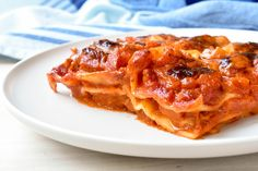 Lasagna with sausage ragù is the ultimate comfort food! Italian Spoon has the best lasagna recipe made with fresh pasta sheets, delicious sausage ragù, creamy Besciamella (Bechamel) sauce, and mozzarella cheese – even Nonna would be impressed. Try it today! Sausage Lasagna, Italian Pasta Recipes, Italian Dishes, Best Lasagna Recipe, Make Your Own Pasta, Bechamel Sauce, Pasta Machine, Fresh Pasta, Kitchens