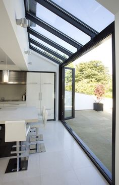 Love open to outside. Glass roof and walls with glazing bars running through in line. Huddersfield Kitchen Extension by Architecture in Glass by AproposUK, Glass Extension, Rear Extension, Extension Ideas, Bifold Doors Extension, Side Return Extension, Building Extension, House Extensions, Kitchen Extensions, Home Fashion