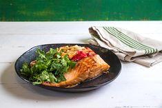 "Caramelized Salmon Fillet with Japanese Style Noodle Salad #caramelized #Salmon #noodle #salad #Japanese_style #dinner #recipe פילה סלמון מקורמל על סלט אטריות יפני תארו לכם שילוב של טעמים מהמזרח התיכון והמזרח הרחוק. עכשיו תתארו לכם איך זה משתלב עם סלמון מקורמל. עשה לכם תיאבון? בצדק - קבלו מתכון מטורף של השף אבי ביטון עם חברת ""אחווה"". #מתכון #סלמון #אביביטון #טחינהאחווה I Love Food, Good Food, Pinterest Recipes, Nom Nom, Dishes, Drink, Cooking, Breakfast, Ethnic Recipes"