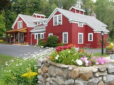 Manchester, VT - Barnstead Inn.  Rooms have either 1 Queen or 1 King Bed.  All have private bath, color cable TV, air-conditioning, individual thermostats and free wireless Internet access.