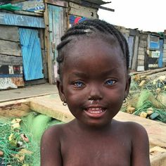 Black children with blue eyes natural phenomena 37 ideas Gorgeous Eyes, Pretty Eyes, Black Is Beautiful, Precious Children, Beautiful Children, Beautiful Babies, Beautiful People, People With Blue Eyes, Black People