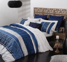 Quilts for master bedroom with blue and white color combination | Decolover.net