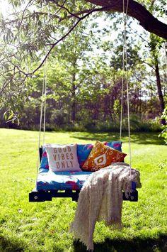Outdoor Pallet Swing - 25 Easy to DIY Swing Ideas & Plans (Bed, Chair, Bench) - DIY & Crafts #benchesoutdoor