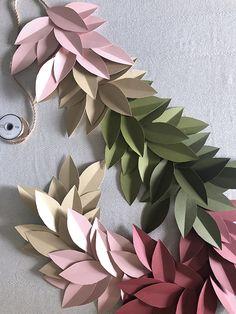 Colorful Paper Leaf Garland for Fall - DIY Blumen Paper Flower Tutorial, Paper Flowers Diy, Diy Paper, Paper Crafts, Diy Crafts, Paper Flower Garlands, Paper Dahlia, Pot Mason Diy, Mason Jar Crafts