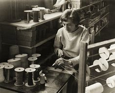 Anni Albers in her weaving studio at Black Mountain College, ca. 1938–42 Photograph by Claude Stoller
