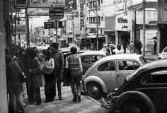 Rua Augusta sempre agitada! Movimentação de pessoas e veículos na rua Augusta nos primeiros anos da década de 70. SuperSogra: Fotos antigas incriveis de São Paulo