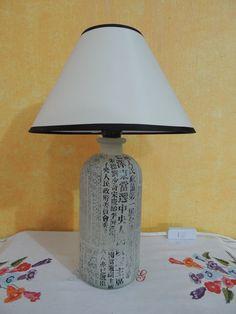 Lámpara hecha con botella.
