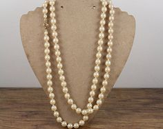 Vintage Long Pearl Strand Necklace. Ivory Pearls. Wedding Necklace. Something Old. Wedding Jewelry. Vintage Necklace. Pearl Jewellry.