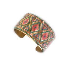SUR COMMANDE - Large manchette tissée en perles turquoise, rose et doré : Bracelet par maelena-bijoux